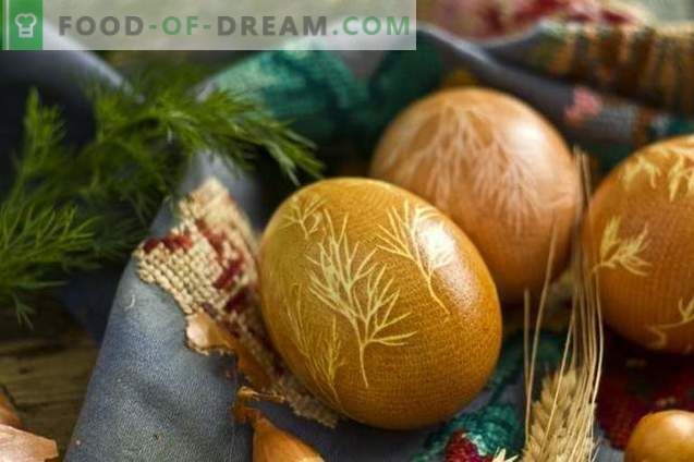 Как да нарисуваме яйца за Великден с куркума, лук, марля ...