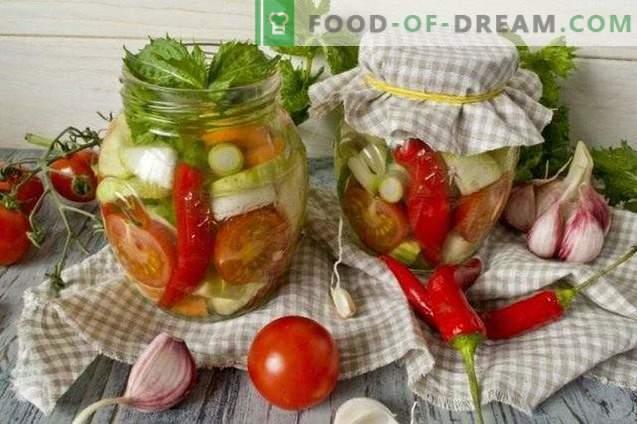 Салата от кисели зеленчуци с лют червен пипер и мента за зимата
