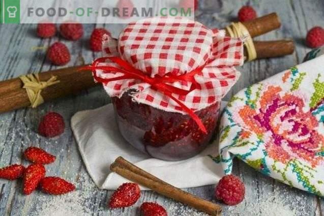 Сладко от ягоди с малини и канела