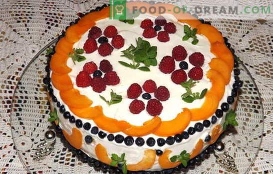 Gâteau à la crème sure aux fruits - le bonheur des gourmands! Recettes Gâteau Smetannyh aux fruits: biscuit, gelée, sans cuisson