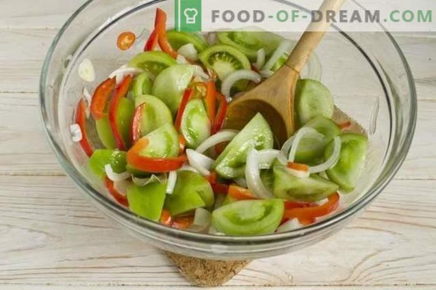 Салата от зелени домати с лук и чушки за зимата