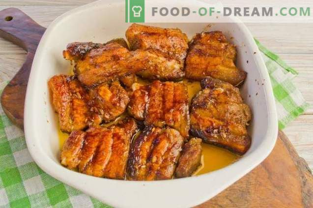 Varkensvlees gebakken in de oven