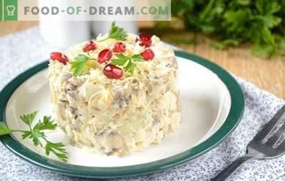 Sałatka z grzybami i kurczakiem: przystawka i pełne danie główne. Fotoreportaż krok po kroku na obfite sałatki z fileta z kurczaka, pieczarek i sera