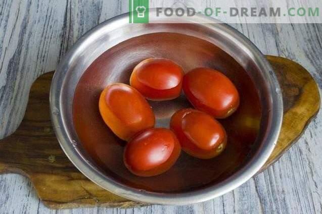 Пълнени чушки в доматен сос за зимата