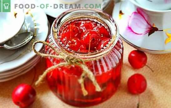 Райско ябълково сладко - прозрачно, с цели плодове. Икономична версия на ябълково сладко от ясен рай