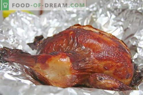 Пиле във фолио - най-добрите рецепти. Как правилно и вкусно да се готви пиле във фолио.