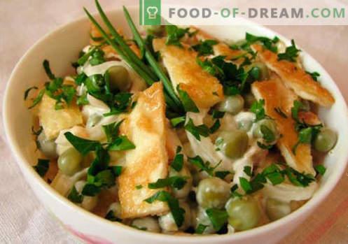 Салата от омлет - селекция от най-добрите рецепти. Как правилно и вкусно приготвена салата с бъркани яйца.