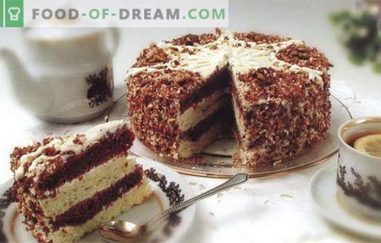 Торта с кондензирано мляко и заквасена сметана е деликатес, който всички харесват. Рецепти за торти с кондензирано мляко и заквасена сметана