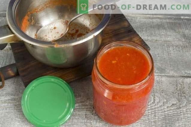 Tomates en su propio jugo con pimienta para el invierno