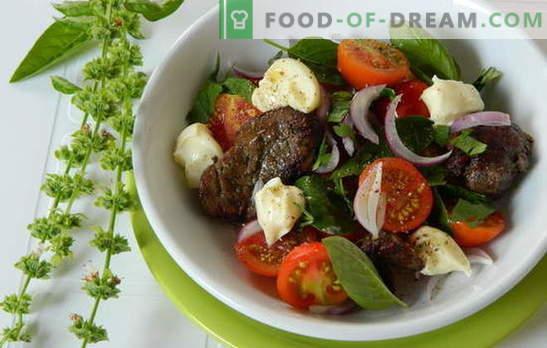 Топлата салата от пилешко месо е хранителна и здрава. Най-интересните и необичайни рецепти за топли салати с пилешки дроб
