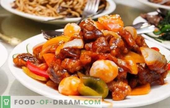 Ароматизираните яхнии и печени са задушени зеленчуци с месо в бавен котлон. Готвене на всякакъв вид месо със зеленчуци в бавен котлон