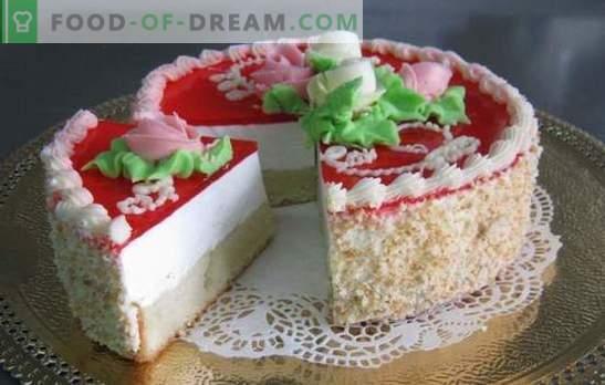Желе торта с бисквити - нежна свежест! Желе торта с бисквити и плодове, сметана, плодове, извара, заквасена сметана