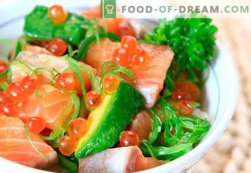 Салата със солена сьомга - правилните рецепти. Бързо и вкусно приготвена салата със слабо осолена сьомга.
